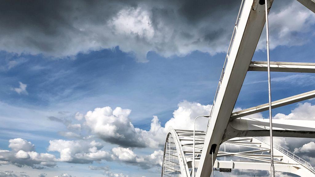 Wolken en Merwedebrug