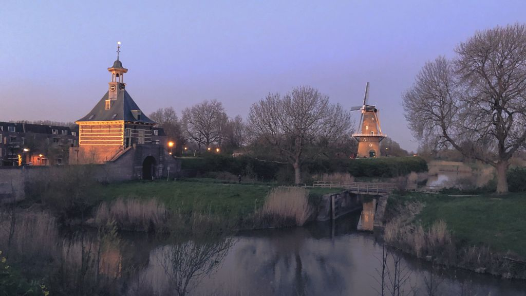 Dalempoort in de schemer