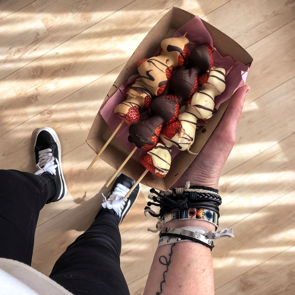Aardbeienspiezen met chocola