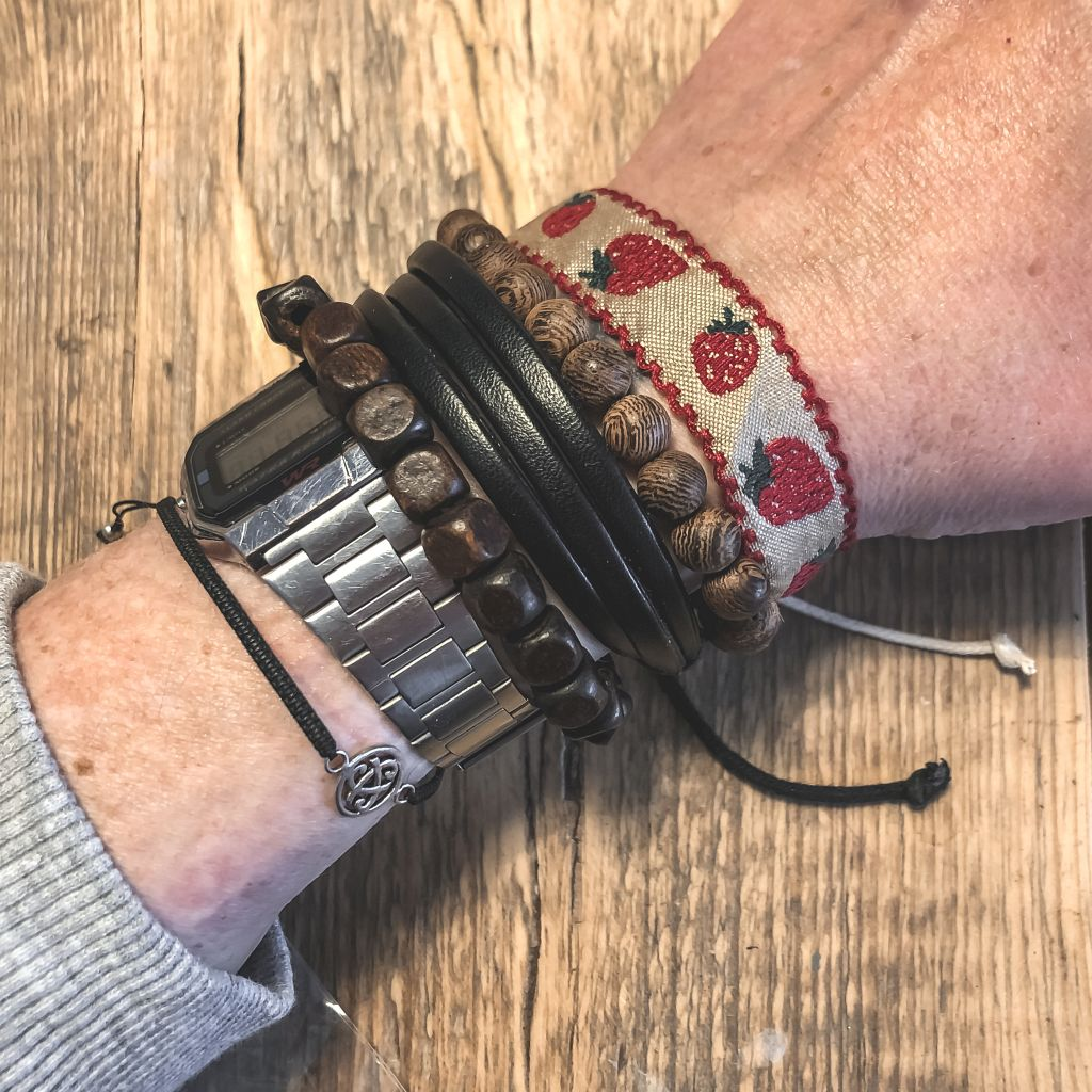 Aardbeien armbandje