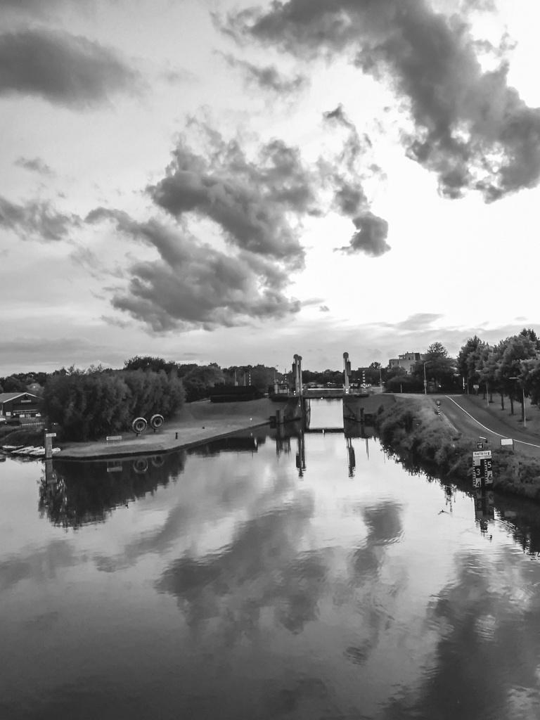 Wolken in spiegelbeeld