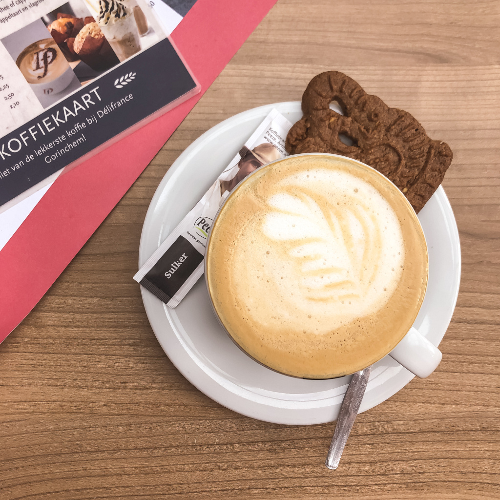 Cappuccino bij DeliFrance
