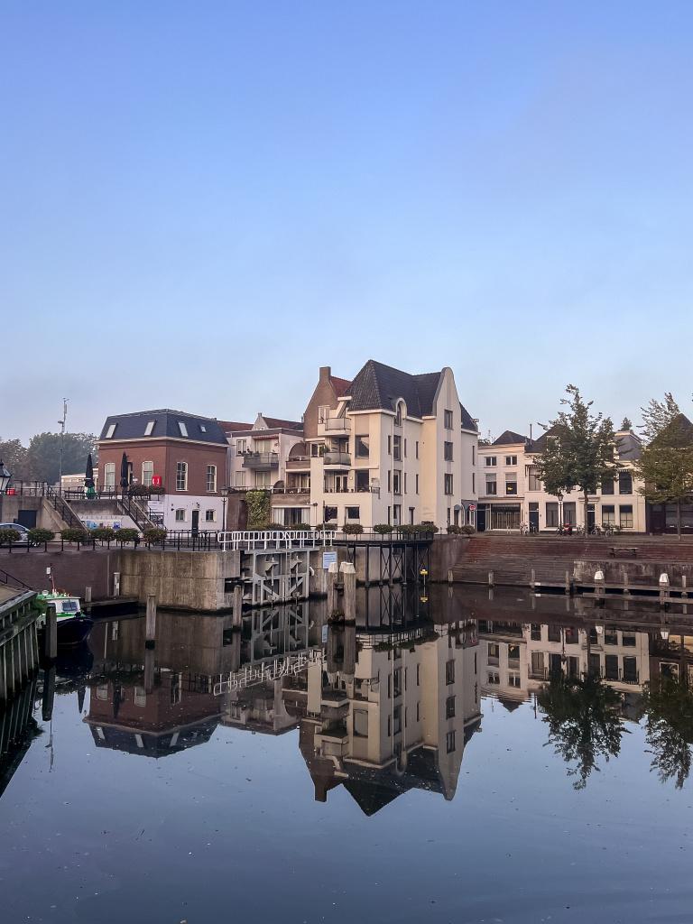 De Lingehaven in reflectie